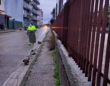FOTOGALLERY — Diserbo e spazzamento manuale: intervento sulla Sannitica e nelle strade limitrofe